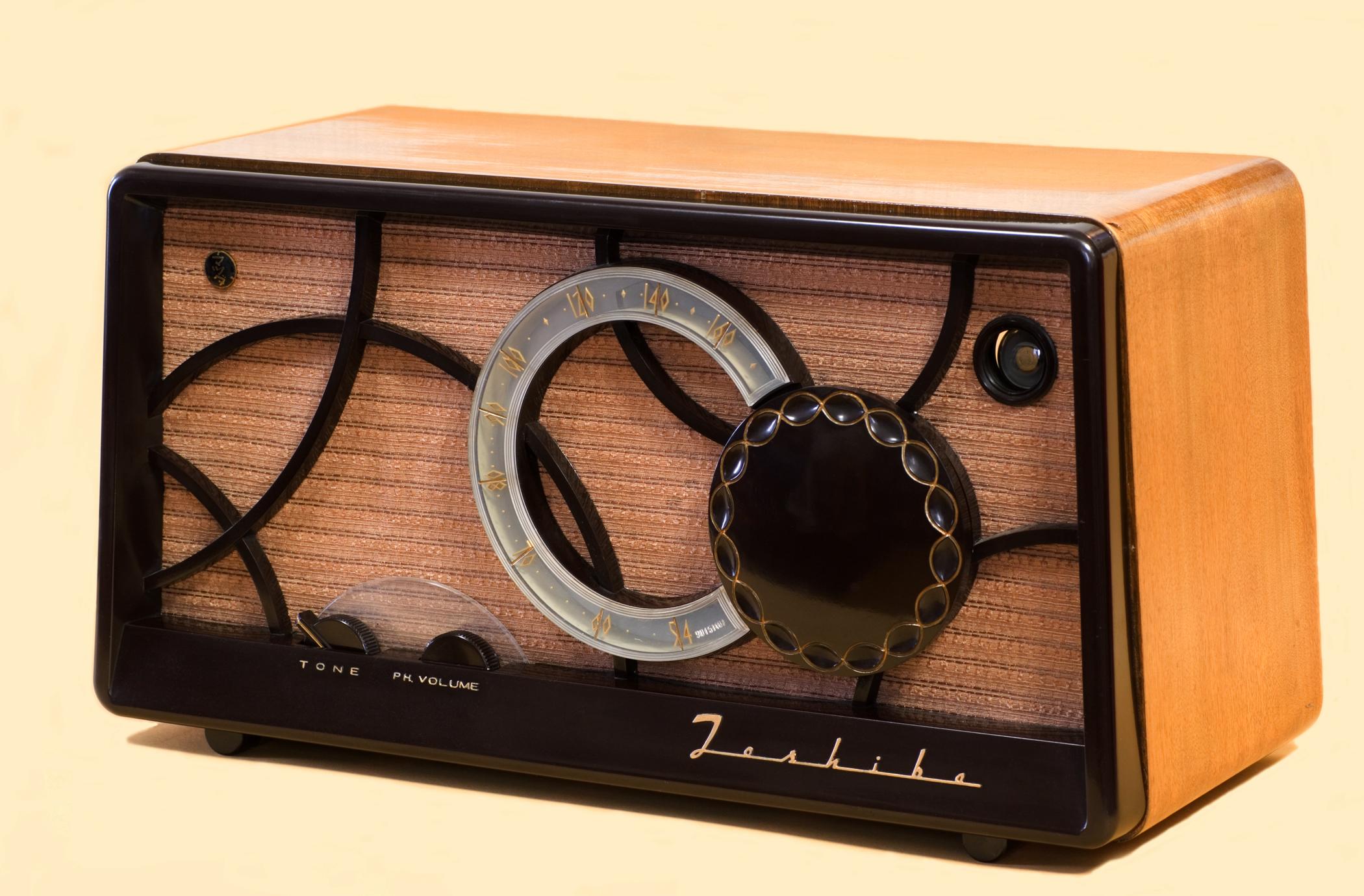 Toshiba_Vacuum_tube_Radio